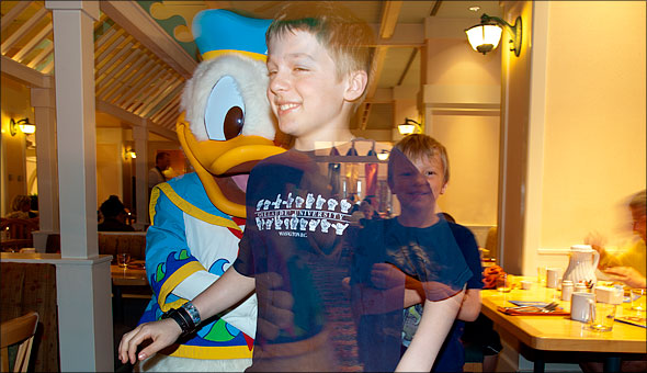 Max and Sam taunt the easily irritated Donald Duck